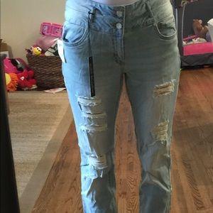 Size 8 skinny boyfriend distressed jeans.